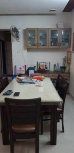 Gallery Cover Image of 1500 Sq.ft 3 BHK Apartment for rent in Santacruz West for 100000