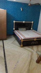 Gallery Cover Image of 900 Sq.ft 1 RK Independent Floor for rent in Shalimar Bagh for 10000