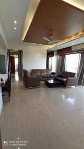 Gallery Cover Image of 1400 Sq.ft 2 BHK Apartment for rent in L'amour, Bandra West for 140000