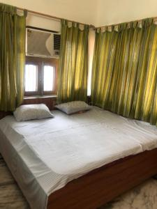 Gallery Cover Image of 500 Sq.ft 1 RK Independent Floor for rent in Dalanwala for 10000