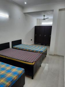 Bedroom Image of Romit PG in Sector 62