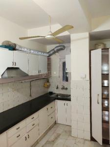 Gallery Cover Image of 1600 Sq.ft 3 BHK Apartment for rent in Nizamuddin East for 100000