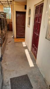 Gallery Cover Image of 450 Sq.ft 1 BHK Independent House for rent in Jhilmil Colony for 10000