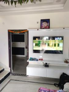 Gallery Cover Image of 1900 Sq.ft 3 BHK Villa for buy in Mallampet for 9500000