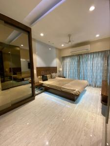 Gallery Cover Image of 980 Sq.ft 2 BHK Apartment for buy in SMGK Woods Platina Wing B Ebony Tower, Jogeshwari West for 14100000