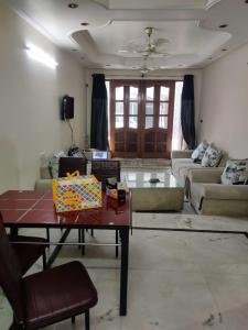 Gallery Cover Image of 1400 Sq.ft 3 BHK Independent House for buy in GH 12 DDA Flat, Paschim Vihar for 11600000