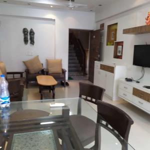 Gallery Cover Image of 1100 Sq.ft 2 BHK Apartment for rent in Vashi for 40000
