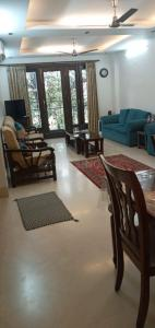 Gallery Cover Image of 2000 Sq.ft 3 BHK Independent Floor for buy in Sarvodaya Enclave for 34000000