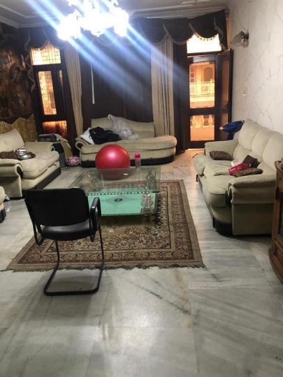 राजौरी गार्डन में वोहरा के हॉल की तस्वीर