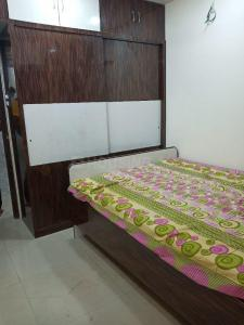 Gallery Cover Image of 420 Sq.ft 1 BHK Apartment for rent in Lower Parel for 25000