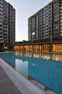 Gallery Cover Image of 1210 Sq.ft 2 BHK Apartment for buy in Gota for 4800000