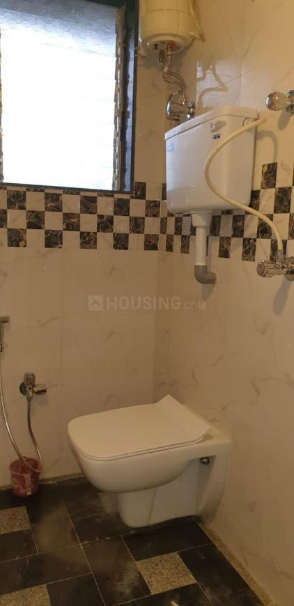 Common Bathroom Image of 650 Sq.ft 2 BHK Apartment for rent in Andheri East for 35000