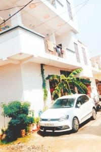 Gallery Cover Image of 555 Sq.ft 1 BHK Independent House for buy in Noida Extension for 1950000