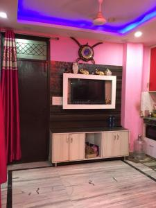 Gallery Cover Image of 600 Sq.ft 2 BHK Independent Floor for buy in Govindpuri for 3020000