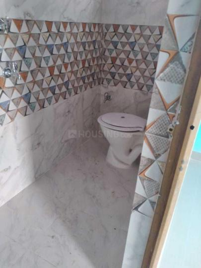 Common Bathroom Image of 550 Sq.ft 1 BHK Apartment for rent in Kaikhali for 6500