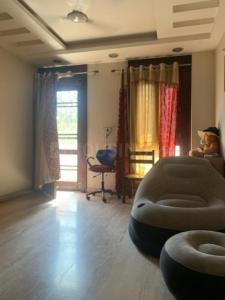 Gallery Cover Image of 1650 Sq.ft 3 BHK Independent Floor for rent in Anand Vihar for 35000