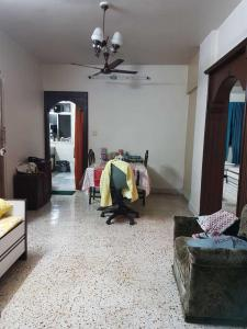 Gallery Cover Image of 750 Sq.ft 2 BHK Apartment for rent in Vile Parle West for 65000