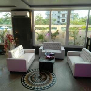 Gallery Cover Image of 2400 Sq.ft 3 BHK Apartment for rent in DLF New Town Heights, New Town for 60000