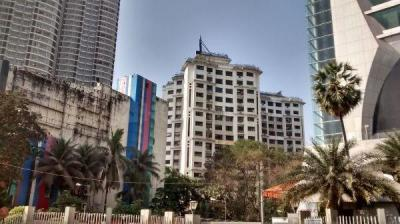Gallery Cover Image of 1450 Sq.ft 3 BHK Apartment for rent in Raheja Sherwood, Goregaon East for 72000