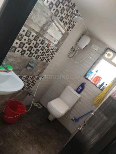 अंधेरी वेस्ट में रवि के बाथरूम की तस्वीर