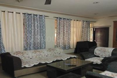 Gallery Cover Image of 4456 Sq.ft 6 BHK Independent Floor for rent in Sector 63 for 6500