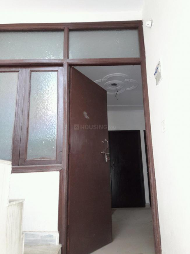 Main Entrance Image of 900 Sq.ft 3 BHK Apartment for buy in Dayal Bagh Colony for 2200000