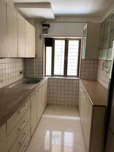 Gallery Cover Image of 1250 Sq.ft 2 BHK Apartment for rent in Mittal Megh Apartments, Juhu for 125000