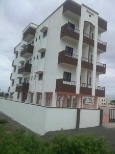 Gallery Cover Image of 710 Sq.ft 1 BHK Apartment for buy in MSEB Colony for 2200000