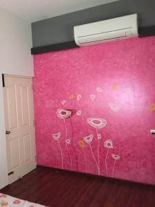 Gallery Cover Image of 1220 Sq.ft 3 BHK Independent Floor for buy in Valasaravakkam for 12500000