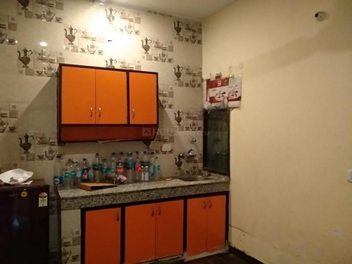 छत्तरपुर में सारवान पीजी में किचन की तस्वीर