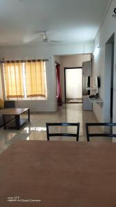 Gallery Cover Image of 1400 Sq.ft 3 BHK Apartment for rent in Velachery for 60000