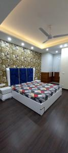 Gallery Cover Image of 4500 Sq.ft 5 BHK Independent Floor for buy in Sector 56 for 26000000