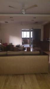 Gallery Cover Image of 2000 Sq.ft 3 BHK Apartment for rent in Bandra West for 125000