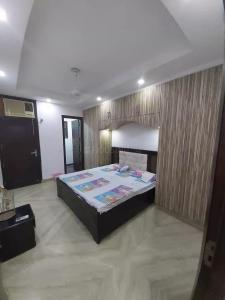 Gallery Cover Image of 1600 Sq.ft 3 BHK Apartment for rent in RWA Lajpat Nagar Block E, Lajpat Nagar for 45000