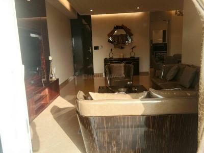 Gallery Cover Image of 1600 Sq.ft 3 BHK Apartment for buy in Malad East for 25500000