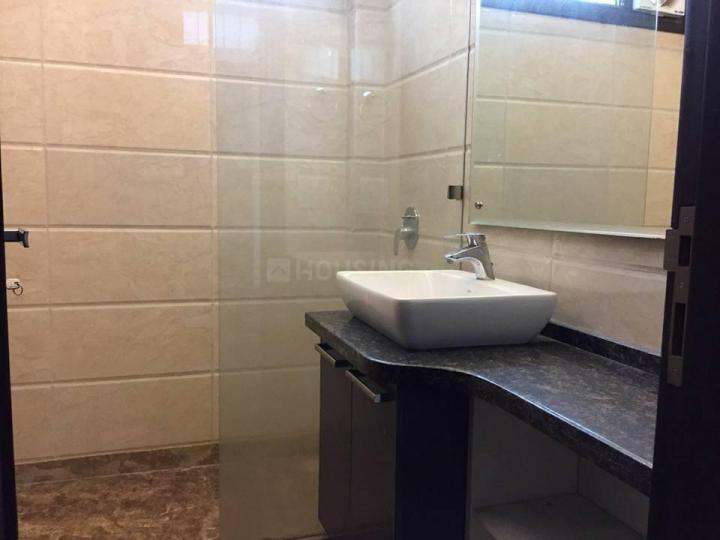 Common Bathroom Image of 900 Sq.ft 2 BHK Independent Floor for rent in Lajpat Nagar for 45000