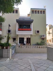 Gallery Cover Image of 1260 Sq.ft 3 BHK Independent House for buy in Sabarmati for 21500000