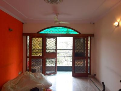 Gallery Cover Image of 1440 Sq.ft 3 BHK Independent Floor for buy in Chittaranjan Park for 14000000