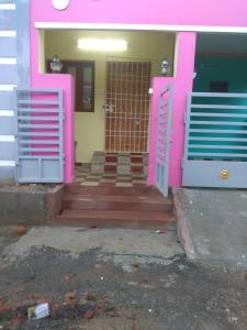 Gallery Cover Image of 840 Sq.ft 2 BHK Independent House for rent in Sikkarayapuram for 12000