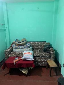 Gallery Cover Image of 600 Sq.ft 1 RK Independent Floor for rent in Behala for 8500
