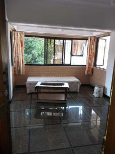 Gallery Cover Image of 1000 Sq.ft 2 BHK Apartment for rent in Ratnagiri Apartments, Khar West for 75000