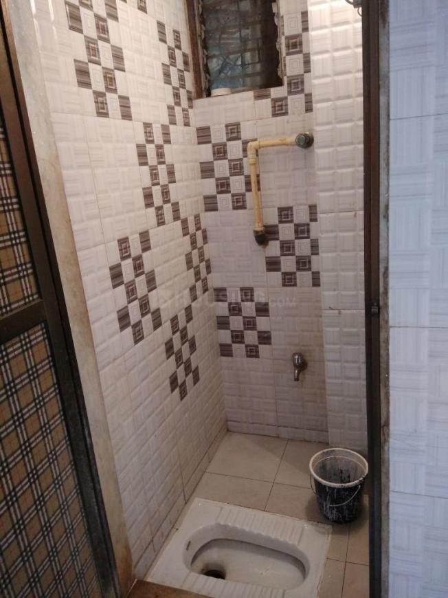 Bathroom Image of 1300 Sq.ft 4 BHK Apartment for rent in Vile Parle East for 100000