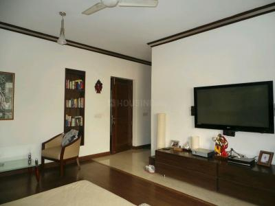 Gallery Cover Image of 2000 Sq.ft 3 BHK Independent Floor for buy in Defence Colony for 60000000