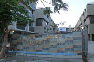 Gallery Cover Image of 2100 Sq.ft 3 BHK Apartment for rent in Thaltej for 26000
