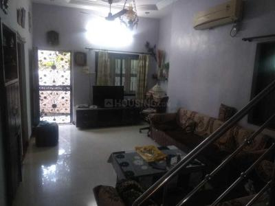 Gallery Cover Image of 1200 Sq.ft 2 BHK Apartment for rent in Ambawadi for 17000