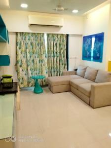 Gallery Cover Image of 1050 Sq.ft 2 BHK Apartment for rent in Mayfair Hill Crest, Vikhroli West for 52000