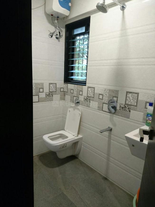Common Bathroom Image of 900 Sq.ft 2 BHK Apartment for rent in Bhandup West for 34000