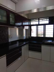 Gallery Cover Image of 950 Sq.ft 2 BHK Apartment for buy in Mulund East for 18500000