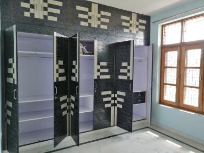 Gallery Cover Image of 700 Sq.ft 2 BHK Independent Floor for rent in Sector 71 for 13000