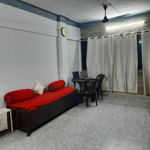 Gallery Cover Image of 550 Sq.ft 1 BHK Apartment for rent in Bijal Apartment, Malad West for 20000